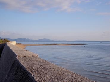 唐子浜から大島を望む
